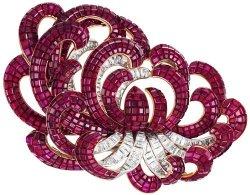 Bijou clip fleur Van Cleef & Arpels en rubis