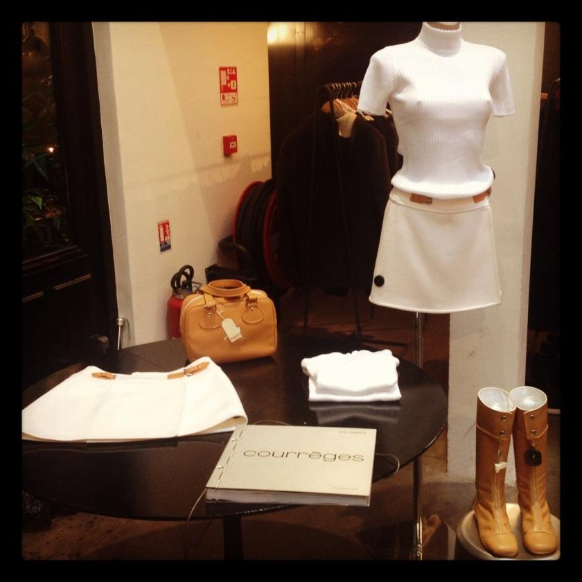Look Courrèges présenté au concept store Merci en hommage à Audrey Hepburn