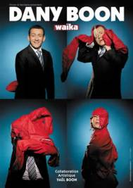 Dany Boon portant un K-way rouge