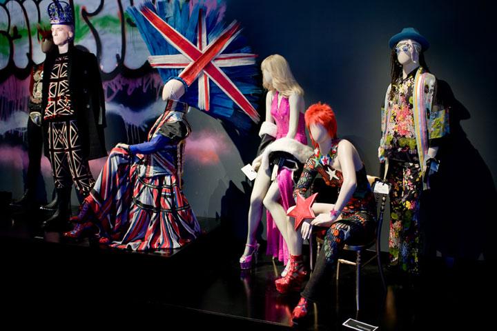 Vue de l'exposition Jean Paul Gaultier au Grand Palais