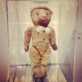 Nana ourson en peluche avec seins coniques