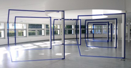 Sept carrés pour sept colonnes oeuvre de Felice Varini