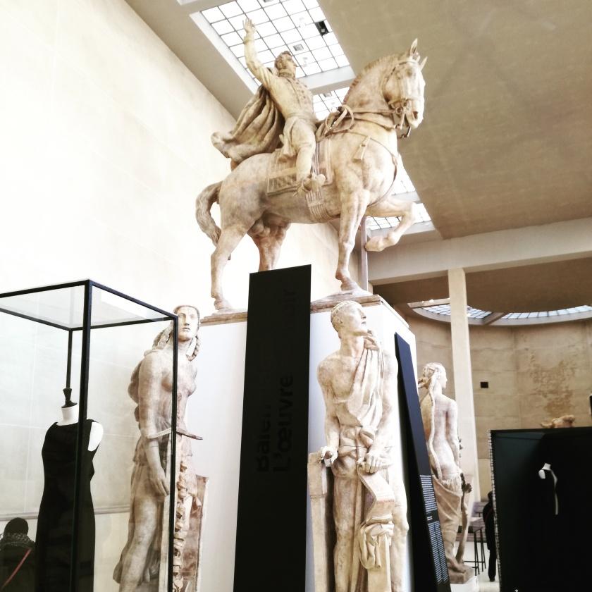 Exposition Balenciaga l oeuvre au noir au musee Bourdelle